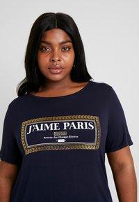 Dorothy Perkins Curve - NAVY MOTIF - T-shirt con stampa - navy - 3