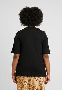 Dorothy Perkins Curve - LONG SLEEVE CROSS FRONT  - Camiseta estampada - black - 2