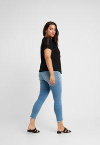 Dorothy Perkins Curve - CROCHET SHOULDER SLUB TEE - T-shirt imprimé - black - 2