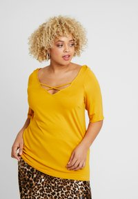 Dorothy Perkins Curve - CROSS FRONT AND BACK - T-shirt basique - ochre - 0