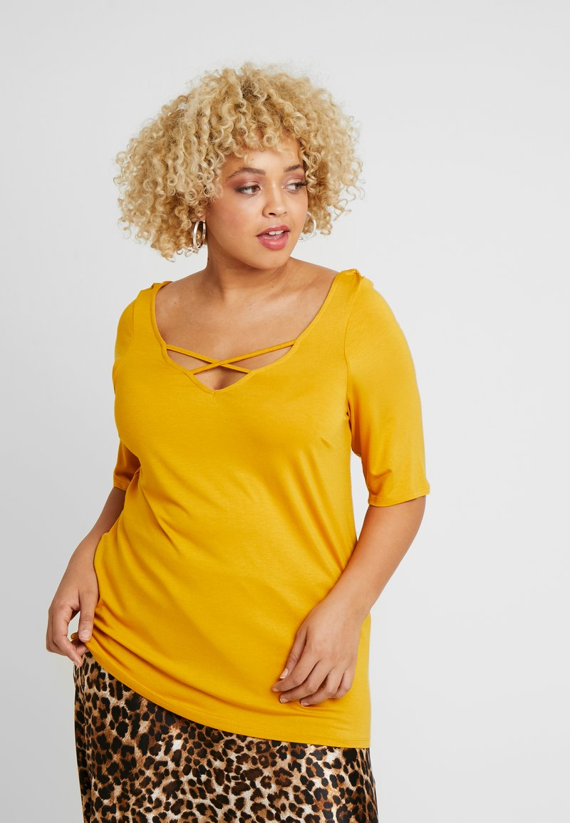 Dorothy Perkins Curve - CROSS FRONT AND BACK - T-shirt basique - ochre