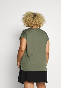 Dorothy Perkins Curve - HEART MOTIF TEE - T-shirt con stampa - khaki - 2