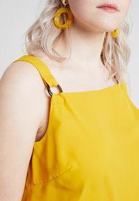 Dorothy Perkins Curve - TAB BUILT UP CAMISOLE - Blouse - ochre - 4
