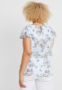 Dorothy Perkins Curve - SOFT FLORAL SHELL WITH FLUTTER SLEEVE - Blouse - blue - 2