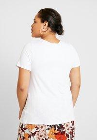 Dorothy Perkins Curve - V POCKET TEE - T-shirts - white - 2