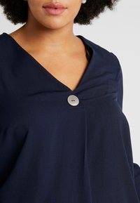 Dorothy Perkins Curve - OVER HEAD BUTTON - Bluser - navy - 4