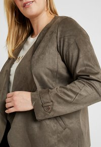 Dorothy Perkins Curve - WATERFALL JACKET - Giacca in similpelle - khaki - 4