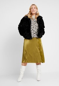 Dorothy Perkins Curve - STEP HEM JUMPER - Stickad tröja - black/beige - 1