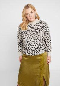 Dorothy Perkins Curve - STEP HEM JUMPER - Stickad tröja - black/beige - 0