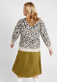 Dorothy Perkins Curve - STEP HEM JUMPER - Stickad tröja - black/beige - 2
