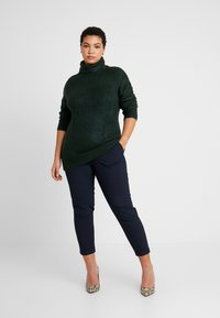 Dorothy Perkins Curve - ROLL NECK - Neule - green - 1