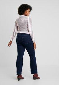 Dorothy Perkins Curve - ELLIS - Jeans bootcut - indigo - 2