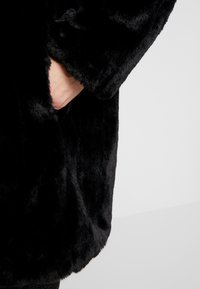 Dorothy Perkins Curve - LONG LINE PELTED COAT - Vinterkåpe / -frakk - black - 5