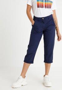 Dorothy Perkins Petite - FRILL POCKET - Shorts - navy - 0