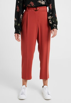 TIE WAIST CREPE HAVE RING DETAIL - Broek - terracotta