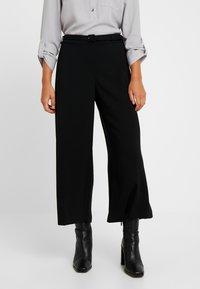 Dorothy Perkins Petite - BELT WIDE LEG TROUSER - Kalhoty - black - 0