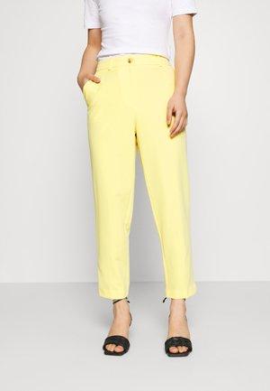 PETITE ELASTIC BACK BUTTONED ANKLE GRAZER TROUSER - Spodnie materiałowe - lemon