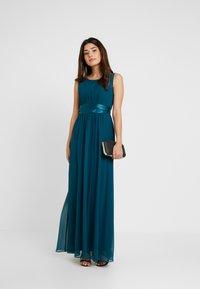 Dorothy Perkins Petite - SHOWCASE NATALIE MAXI DRESS - Vestido de fiesta - sage green - 2