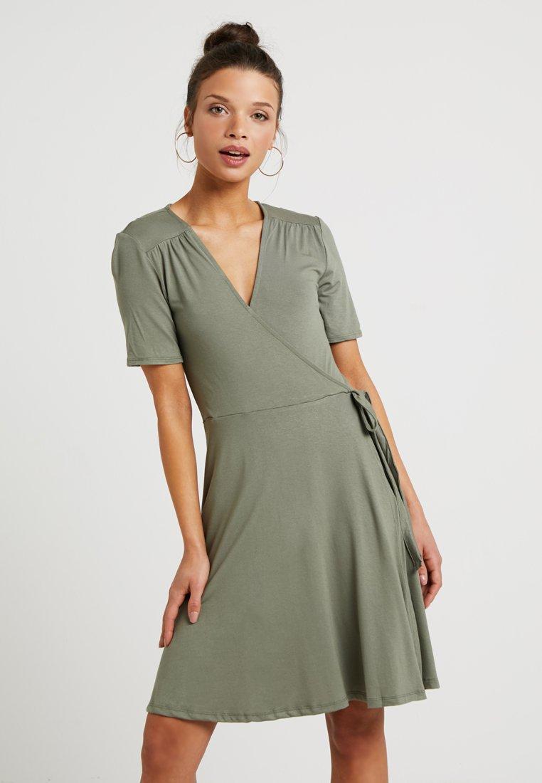 Dorothy Perkins Petite - WRAP DRESS - Jerseykleid - khaki