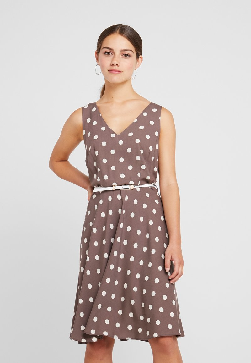 Dorothy Perkins Petite - SLEEVELESS V NECK SPOT HARD BELT DRESS - Vestido informal - taupe