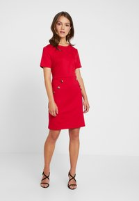 Dorothy Perkins Petite - BUTTON SHIFT - Robe en jersey - red - 1