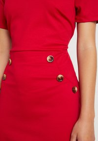 Dorothy Perkins Petite - BUTTON SHIFT - Robe en jersey - red - 4