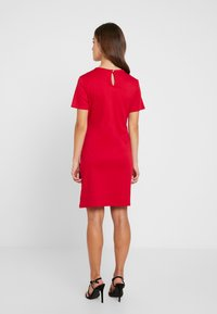 Dorothy Perkins Petite - BUTTON SHIFT - Robe en jersey - red - 2