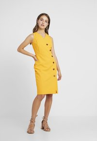 Dorothy Perkins Petite - BUTTON FRONT TAILORED DRESS - Tubino - ochre - 1