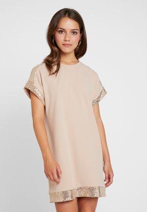 HONEY CHAINMAIL TRIM DRESS - Sukienka z dżerseju - honey