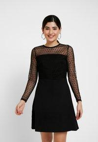 Dorothy Perkins Petite - DOBBY FIT AND FLARE DRESS - Vestito di maglina - black - 0
