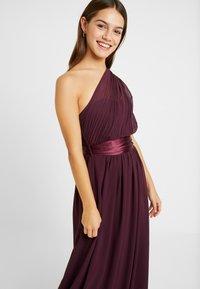 Dorothy Perkins Petite - SADIE DRESS - Vestido de fiesta - merlot - 4