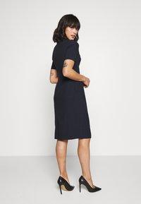 Dorothy Perkins Petite - PETITE CONTOUR SEAM SHORT SLEEVE DRESS - Sukienka etui - navy - 2
