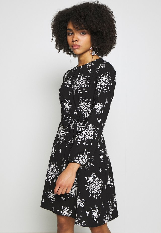 PETITES MONO CLUSTER FLORAL LONG SLEEVE FIT AND FLARE DRESS - Korte jurk - black