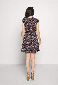 Dorothy Perkins Petite - DITSY DRESS - Žerzejové šaty - black - 2