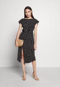 Dorothy Perkins Petite - SPOT DRESS - Denní šaty - black - 2