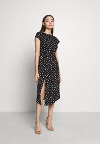Dorothy Perkins Petite - SPOT DRESS - Denní šaty - black - 0