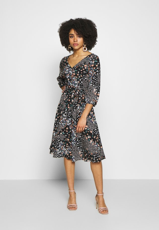 BILLIE BUTTERFLY 3/4 SLEEVE MIDI DRESS - Korte jurk - black