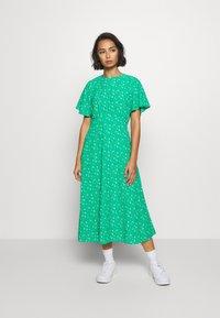 Dorothy Perkins Petite - DITSY EMPIRE DRESS - Sukienka letnia - green - 0