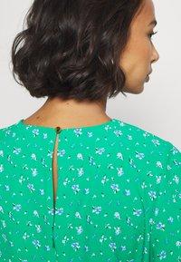 Dorothy Perkins Petite - DITSY EMPIRE DRESS - Sukienka letnia - green - 5