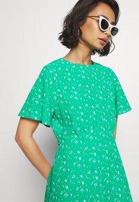 Dorothy Perkins Petite - DITSY EMPIRE DRESS - Sukienka letnia - green - 3