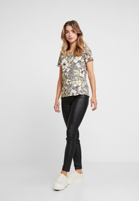 Dorothy Perkins Petite - TEE - T-shirt print - multi - 1