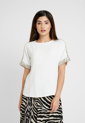 SHIMMER BATWING TEE - Bluser - ivory