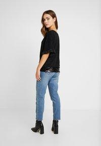 Dorothy Perkins Petite - GLITTER SEQUIN TRM BATWING - T-shirts med print - black - 2