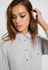 Dorothy Perkins Petite - ROLL - Blouse - silver - 3