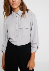 Dorothy Perkins Petite - ROLL - Blouse - silver - 5