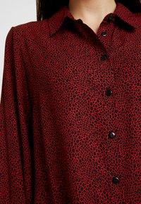 Dorothy Perkins Petite - PETITES PEBBLE SHIRT - Skjorta - red - 5