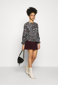 Dorothy Perkins Petite - BILLIE DITSY FLORAL LONG SLEEVE TIERED - Bluser - black - 1