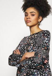 Dorothy Perkins Petite - BILLIE DITSY FLORAL LONG SLEEVE TIERED - Bluser - black - 3