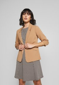 Dorothy Perkins Petite - EDGE TO EDGE ROUCHED SLEEVE JACKET - Blazer - light brown - 0