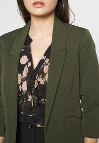 Dorothy Perkins Petite - EDGE TO EDGE ROUCHED SLEEVE JACKET - Blazer - green - 5